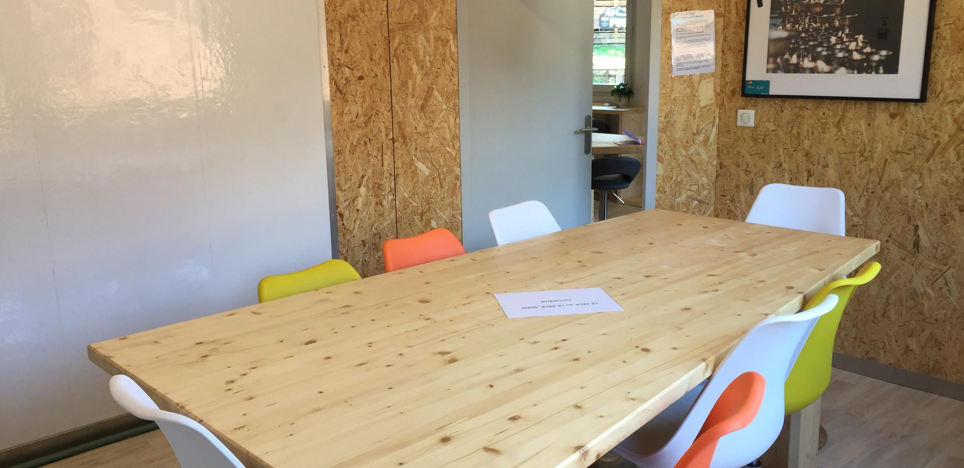 salle réunion avec videoprojecteur coworking
