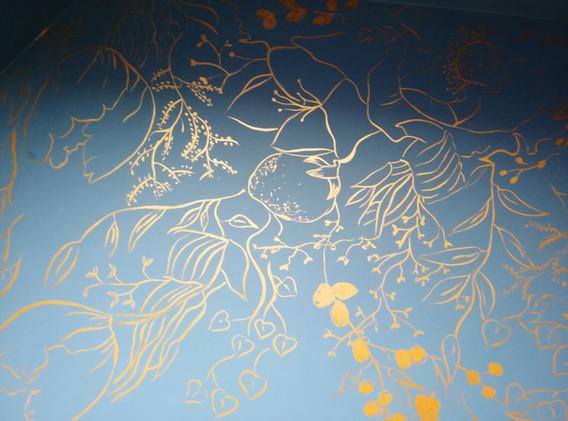 Décor floral peint à la main - Adelles.jpg