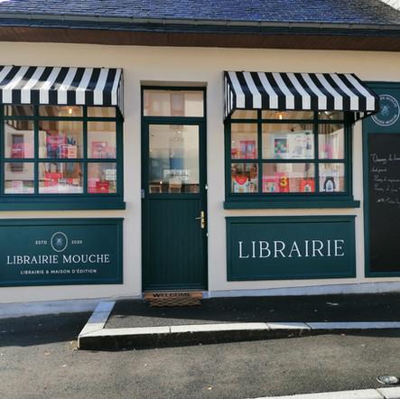 Librairie Mouche -  - enseigne peinte à la main Adelles