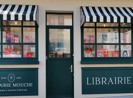 Librairie Mouche - enseigne et lettres peintes à la main - Adelles.jpg