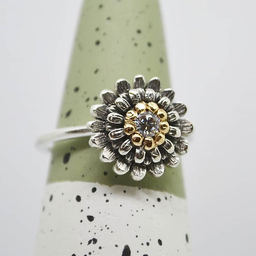 Flower Ring with cubic zirconia and gold