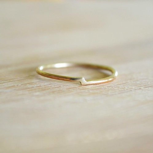 9ct gold crossover ring
