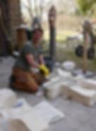 Fran Speth bei der Vorbereitung eines Schulprojekts in Dithmarschen
