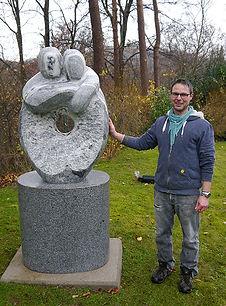 Kunstsam - Aufstellen einer Steinskulptur in Hambug Blankenese
