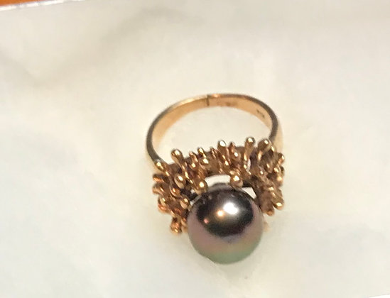 14k Gold with a Black Pearl Ring Size 4