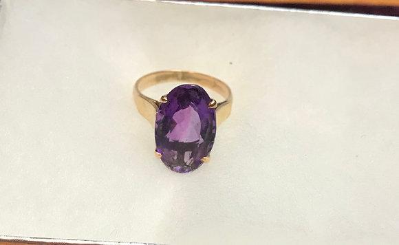 Lady's Oval Shape Amethyst Set in 14k Gold Ring Size 5 1/4