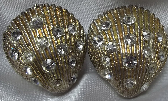 Vintage Costume Clip-on Earrings 2D Shell Style