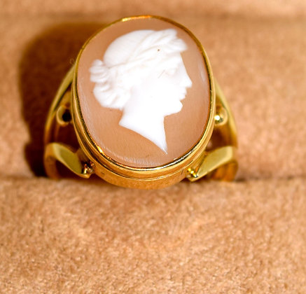 Antique Carved Shell Cameo Ring Set in 14K Yellow Gold