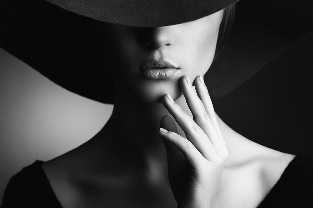 attractive women wearing hat with sexy lips