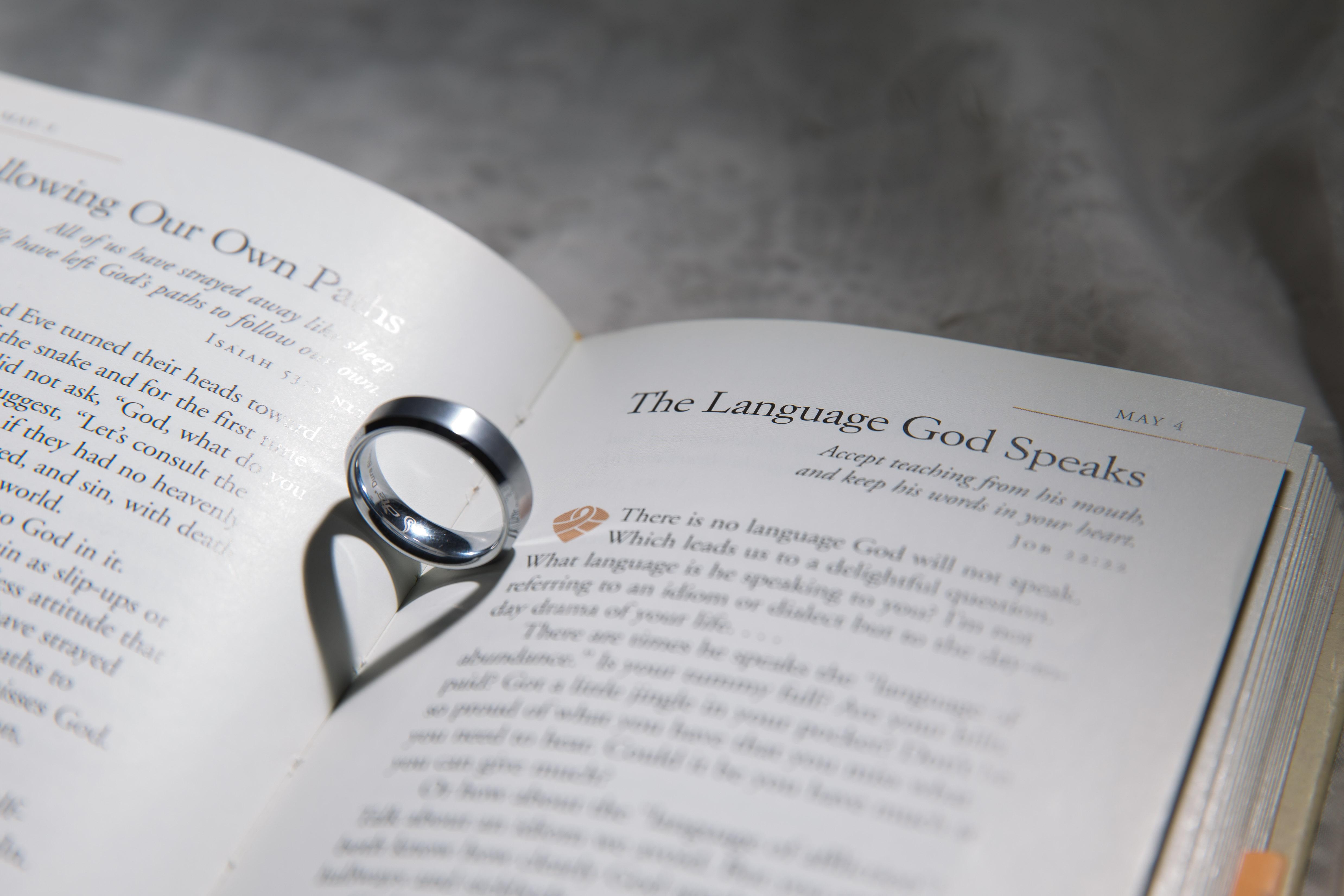 Creative Wedding Ring Detail