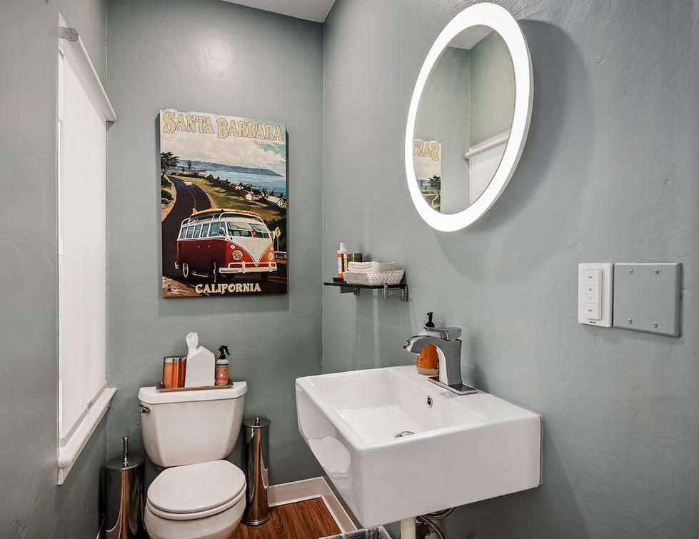10 - bathroom.jpg