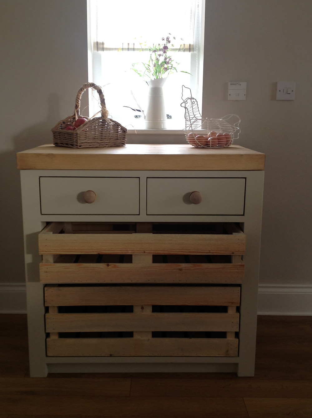Handmade Kitchen Unit by greenhilljoinery.com