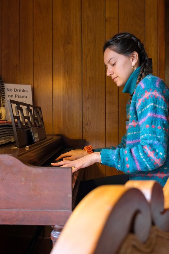 Vanessa plays the piano in a cabin in North Carolina.
