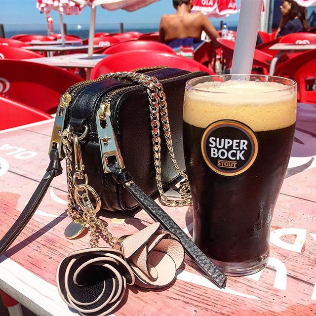Nice girls drink #superbock #preta #porto #beach #portugal #home #portuguesestyle #coolgirls #youcan