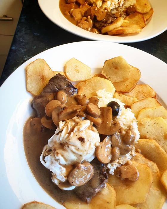 """Bitoque com Molho Cremoso de Cogumelos  ❦ Portuguese """"Bitoque"""" Steak with Creamy Mushroom Sauce"""