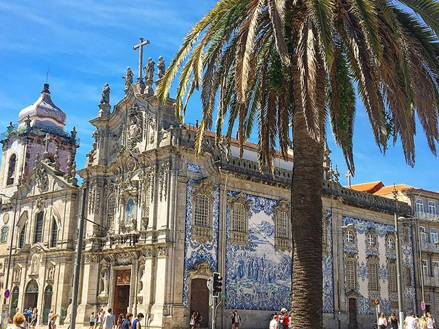And another one, Igreja do Carmo in Porto, those blue and white tiles though #😍 #blueandwhite #heav