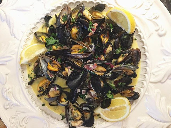 Mussels with Blue Cheese and Portuguese Vinho Verde