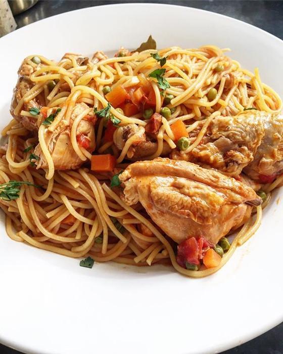 Portuguese One Pot Chicken with Beer, Peas, Carrots and Spaghetti ❦ Frango Estufado com Cerveja, Erv