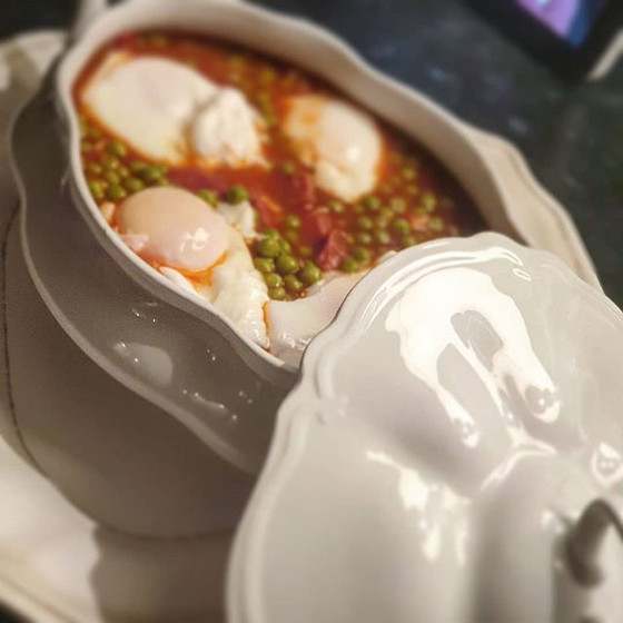 Portuguese Braised Peas and Eggs ❦ Ervilhas com Ovos Escalfados