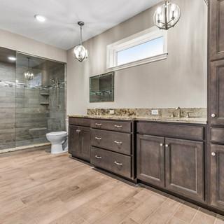 Lexington II Master Bathroom