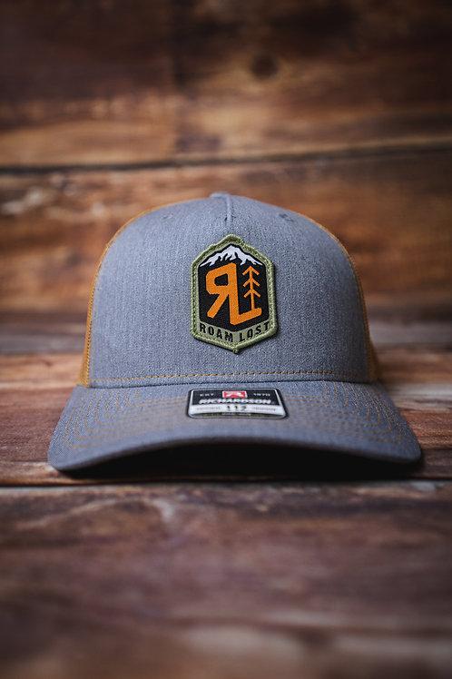 RL BADGE DESERT TAN/GREY TRUCKER HAT