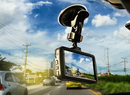 5 Benefits of Using a Truck Dash Cam