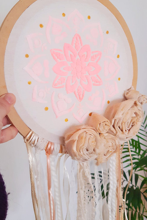 Técnicas deco textiles + flores en tela aplicadas sobre bastidor