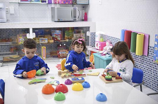 educacao-infantil-criancas-brincando-3.J