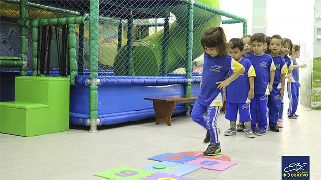 educacao-infantil-criancas-brincando-4.J