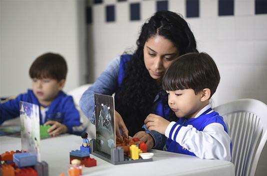 educacao-infantil-criancas-estudando-2.J
