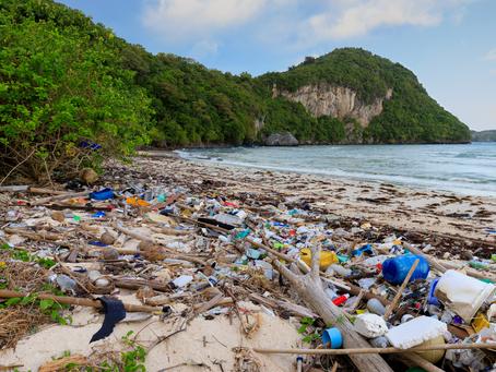 """""""Zatrzymać falę plastiku"""" - kluczowe konkluzje z nowego raportu ukazującego rozwiązania."""
