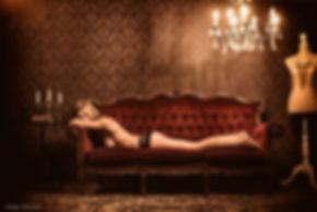 Photographe professionnel lille photographie roubaix studio pierre magne luxure boudoir sexe prostitution maison close femme lingerie topless