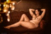 Photographe professionnel lille photographie roubaix studio pierre magne luxure boudoir sexe prostitution maison close femme sexy poitrine ronde boobs big calypige