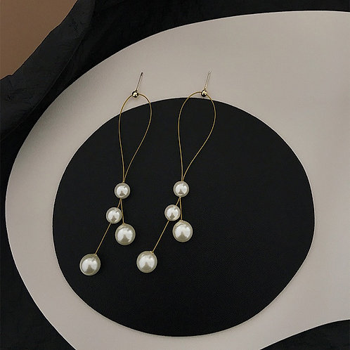 Intertwined Pearl Earrings