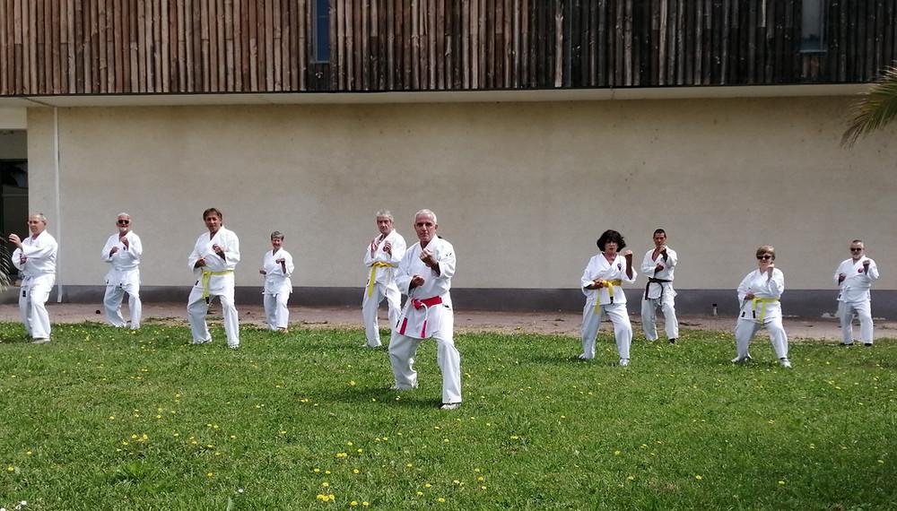 Groupe de dix seniors à Canet en Roussillon