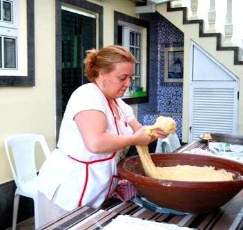 Kneading massa sovada/Portuguese sweet bread dough