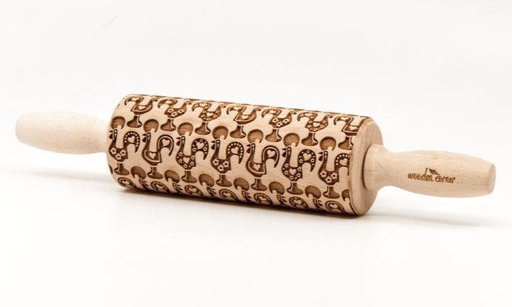 Rolling pin embossed with Portuguese rooster