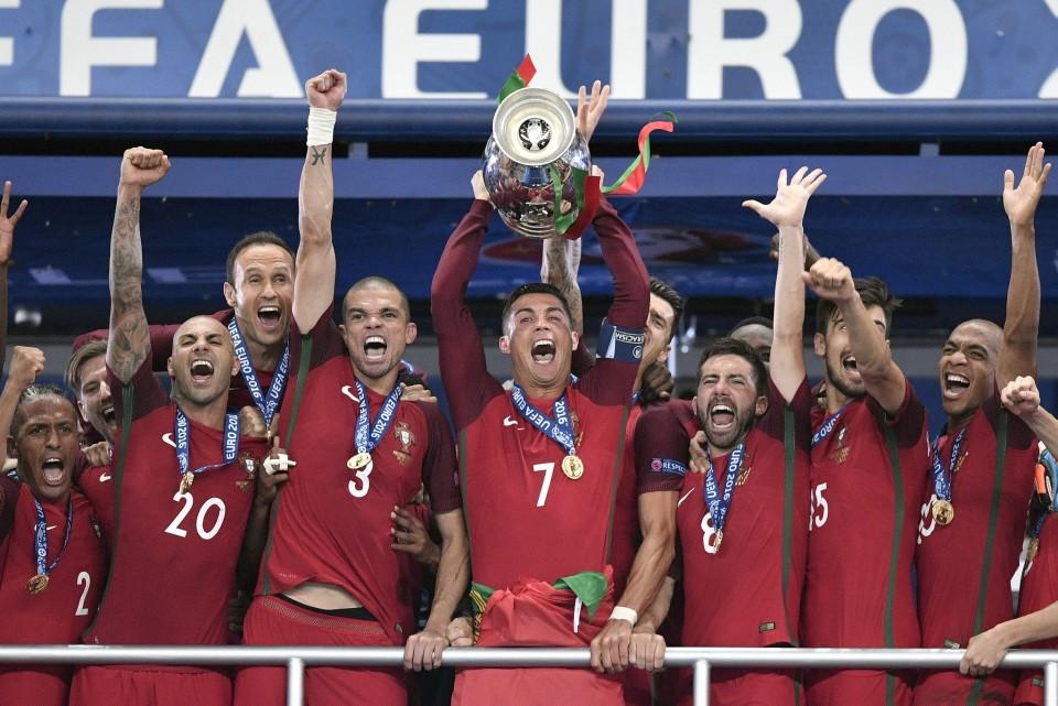 The 2016 Seleção Nacional celebrates winning the Euro 2016