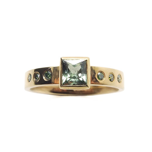 Princess cut Green Sapphire with 9ct Yellow Gold