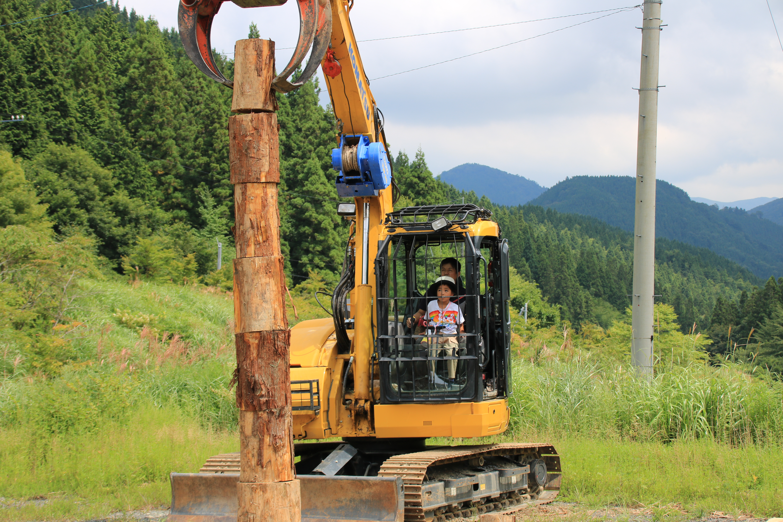 林業機械で丸太積み体験【藤岡林業】