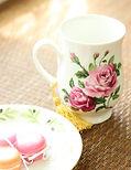 ギフトにおすすめ☆キレイなお花の柄が魅力なマグカップです。