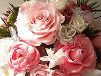 生花から加工を施すプリザーブドフラワー。まるで生花のような風合いです。