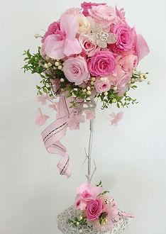 【オーダーブーケ】ピンクのバラに胡蝶蘭、リボンを使ったとびっきり可愛いラウンドブーケです♪