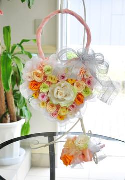 ジュエリーローズで華やか可愛い!ビタミンカラーハート型ハンドバッグブーケ
