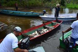 Comunidade pescando