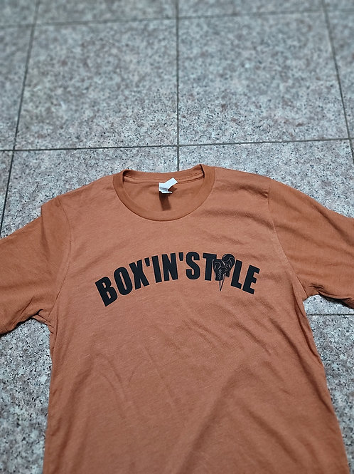 BOX'IN'STYLE short sleeve t-shirt.