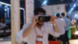 Desenvolvido pela 8E7 para o estande da Frisokar na feira Formobile uma aplicação em Realidade Virtual onde o visitante com uso do óculos pode visualizar ambiente com todos os produtos da marca.