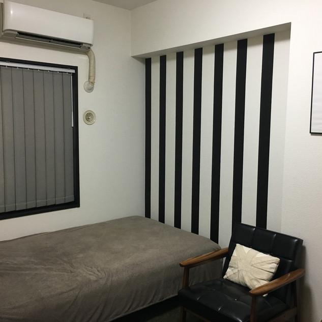 男の子キッズルーム6畳クロス施工、カーテン取り付け、扉塗装