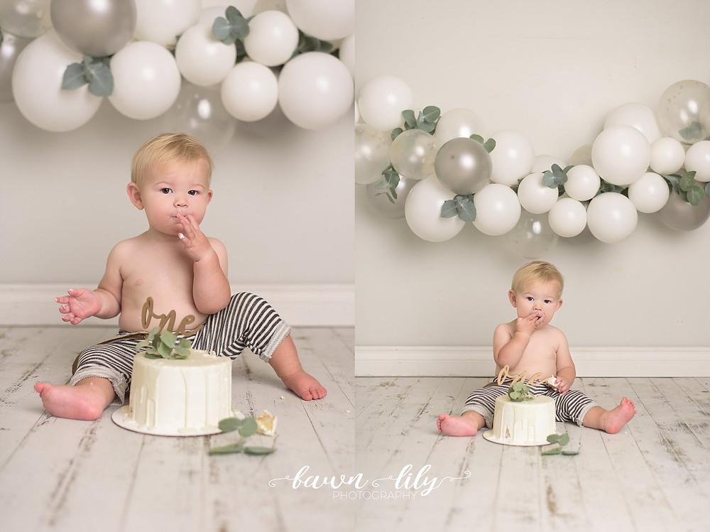 Victoria BC Cake Smash Photographer, Sidney BC, Neutral Cake Smash, Balloon Garland