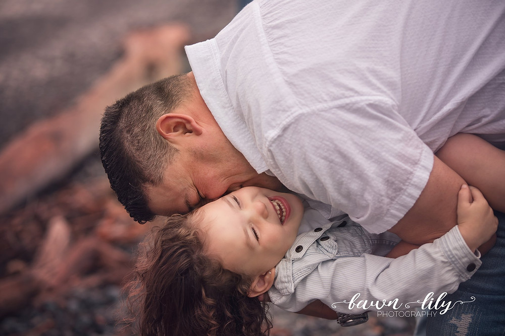 Father-daughter photo, Victoria BC Family Photographer, Dallas Rd, Family Photos on the beach
